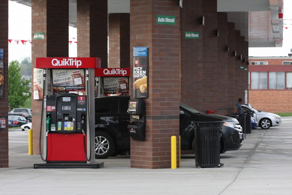 It's not just you: Majority of car shoppers feeling gas prices' pinch at the pump