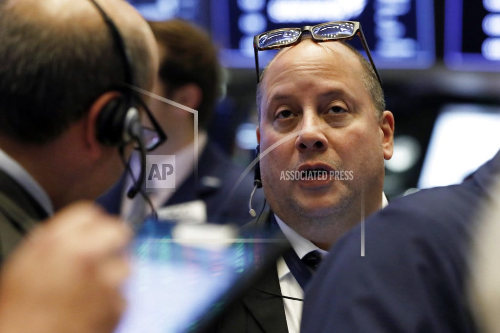 NEW YORK| US stocks waver at the end of a turbulent week of trading