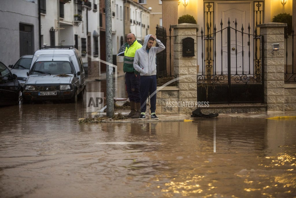 MADRID | Firefighter dies as flooding hits southern Spain