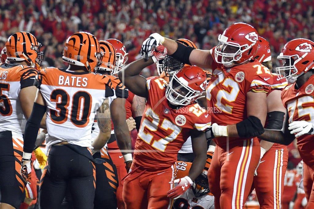 KANSAS CITY, Mo. | Mahomes torches Bengals for 4 TDs as Chiefs roll, 45-10