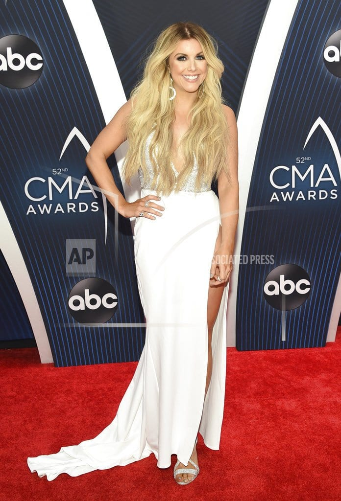 CMA Awards kick off with tribute to Borderline bar victims