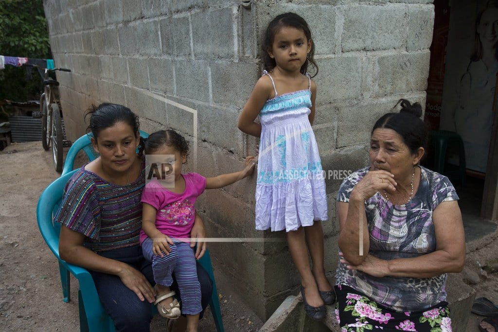 SAN PEDRO SULA, Honduras | Caravan migrants and worried families try to stay in touch