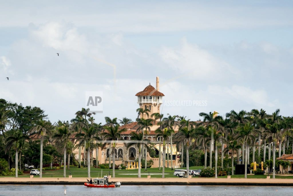 PALM BEACH, Fla | Trump arrives at his comfort zone at 'winter White House'