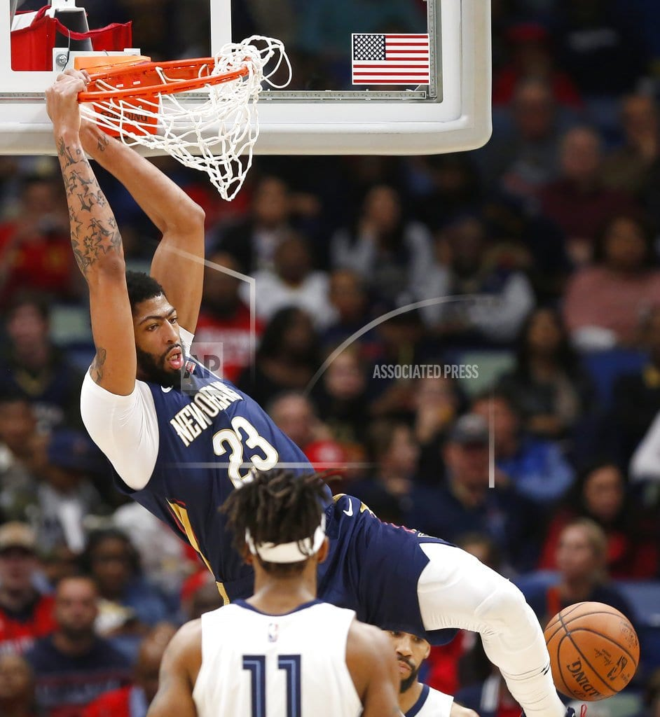 DETROIT  | Anthony Davis leaves with hip injury, return questionable