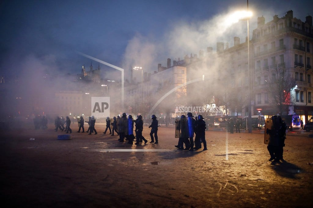 PARIS  | Macron to break silence, address French nation amid protests
