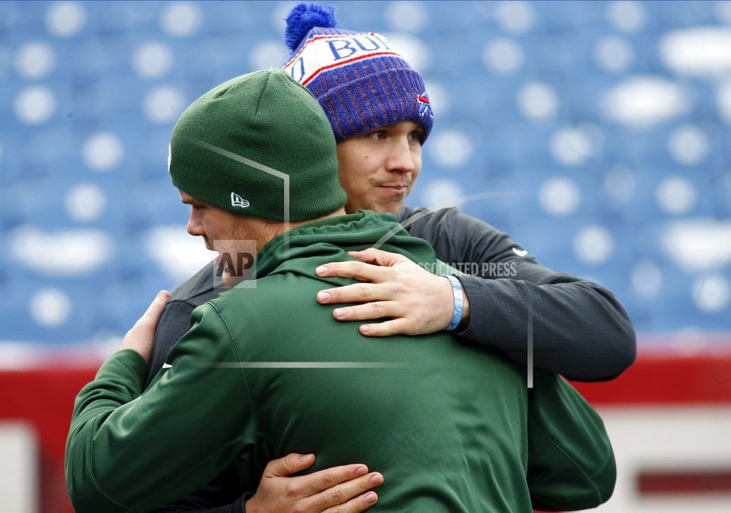 The Latest: Giants rookie Barkley tops 1,000 rushing yards