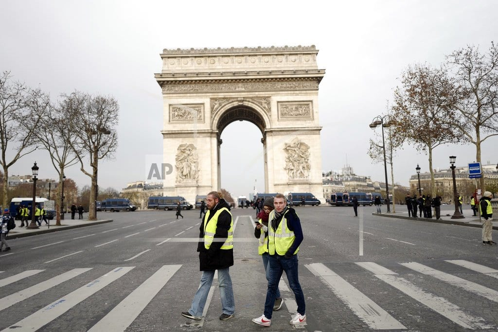 PARIS | 21 detained before Paris protests as police deploy in force