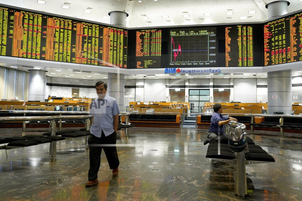 SINGAPORE  | Asian shares track Wall Street gains on robust US earnings