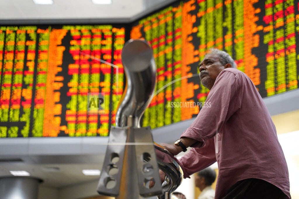SINGAPORE | Stocks slip on worries over Chinese outlook, Huawei probe