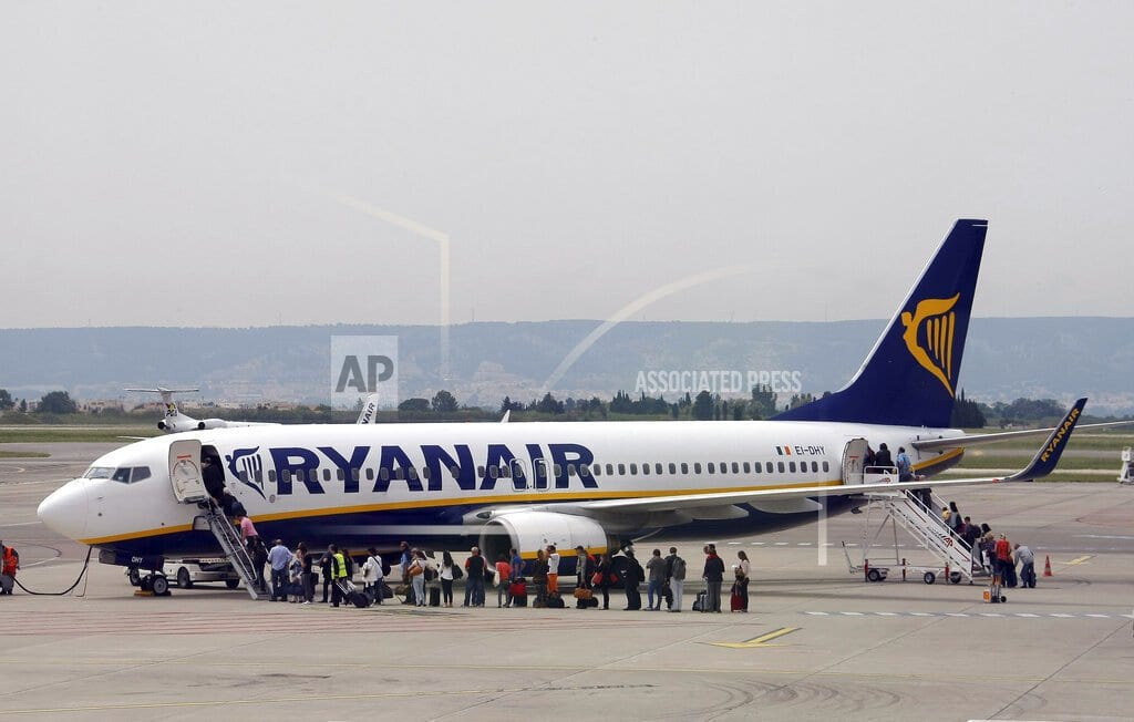 LONDON | Ryanair lowers profit forecast amid tough competition