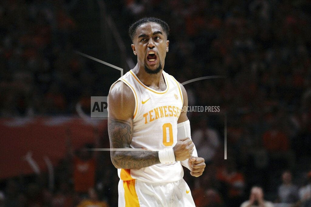 Tennessee moves to No. 1 in AP Top 25, Duke drops to No. 2