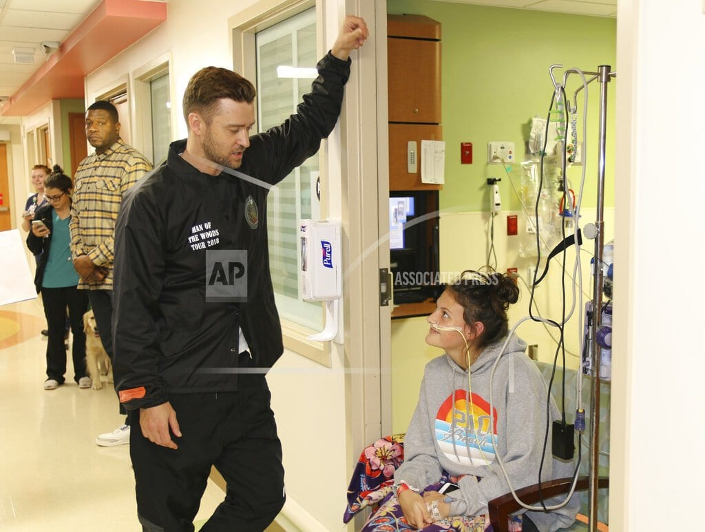 DALLAS | Timberlake pops in on patients at Texas children's hospital