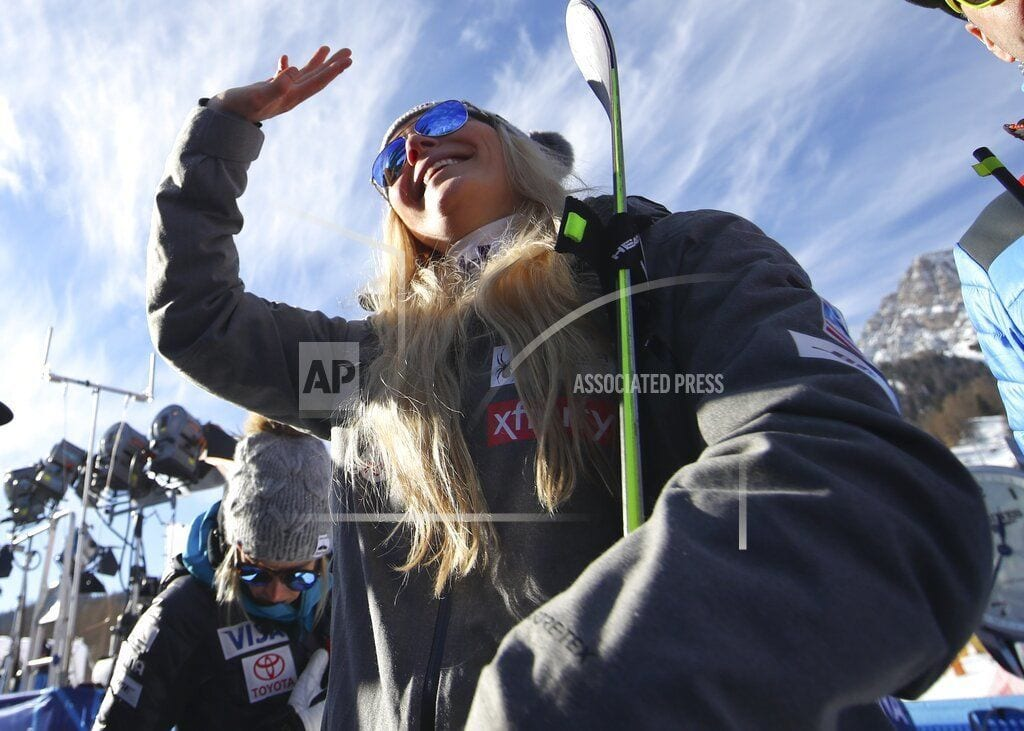 CORTINA D'AMPEZZO, Italy | Her knees in pain, Vonn considering immediate retirement