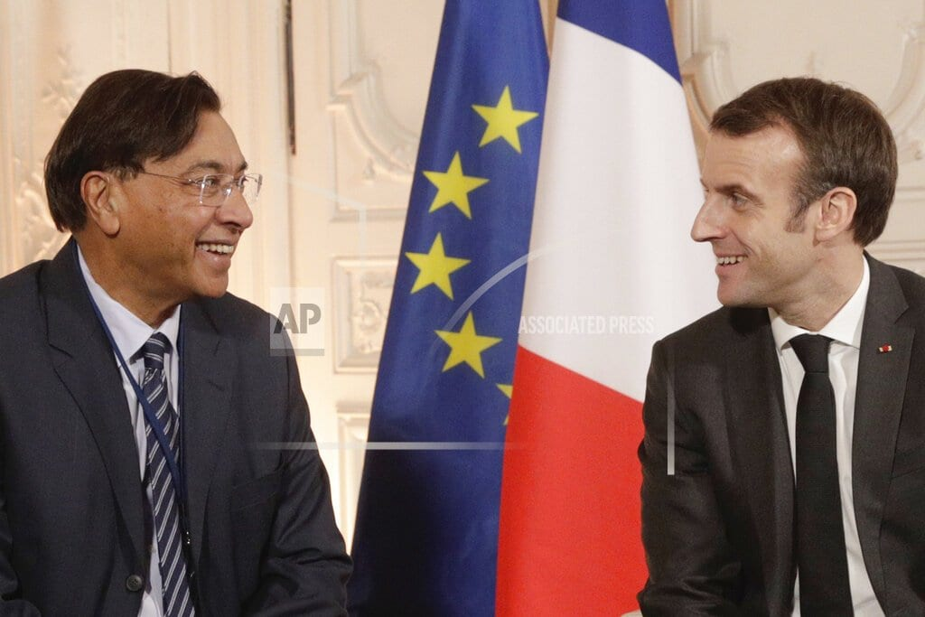 PARIS | French leader promotes foreign investment at Versailles