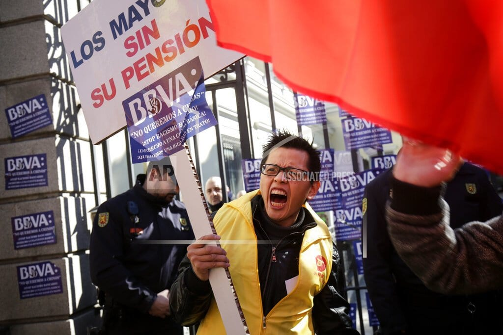 MADRID | Chinese in Spain stage protest over blocked bank accounts
