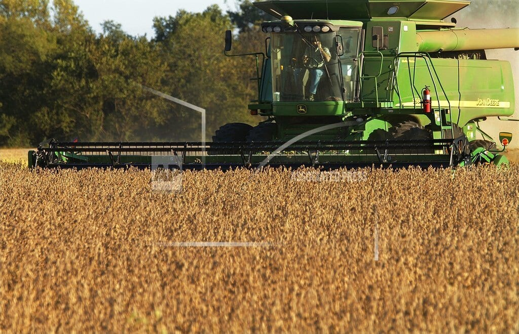 MOLINE, Ill. | Deere, hit on both sides of trade war, posts weak 1Q earns