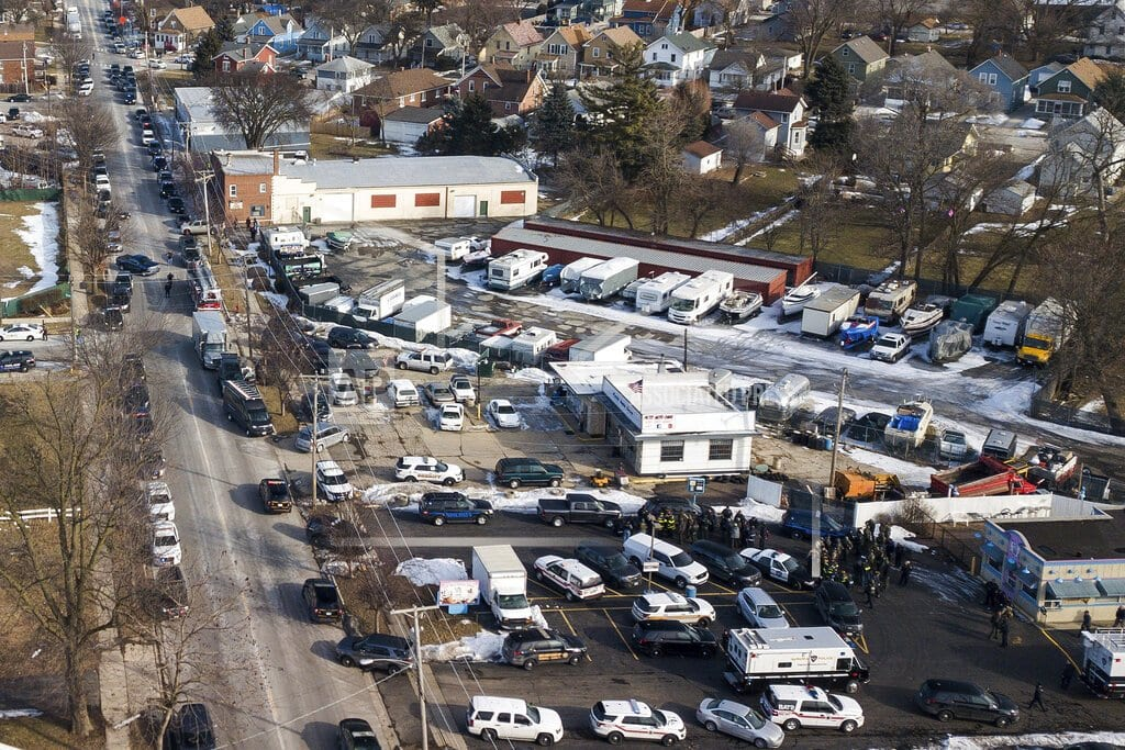AURORA, Ill | Latest: City says 4 police officers hurt in Aurora shooting