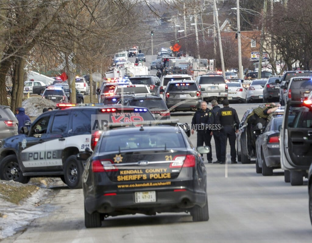 AURORA, Ill | The Latest: Police identify Aurora gunman as Gary Martin
