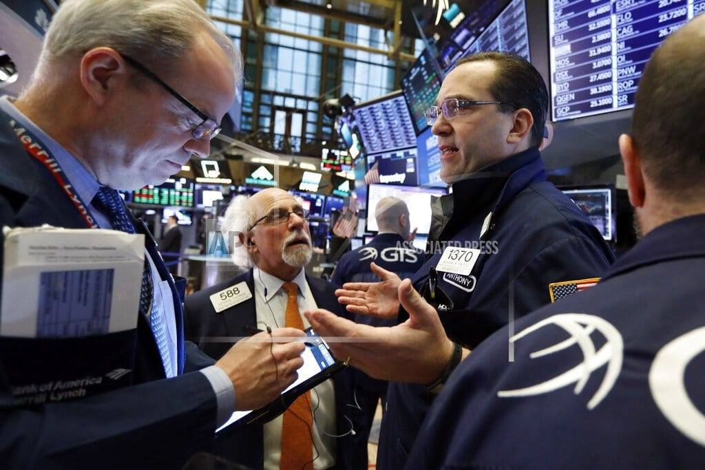 US stocks edge higher in midday trading, extending gains