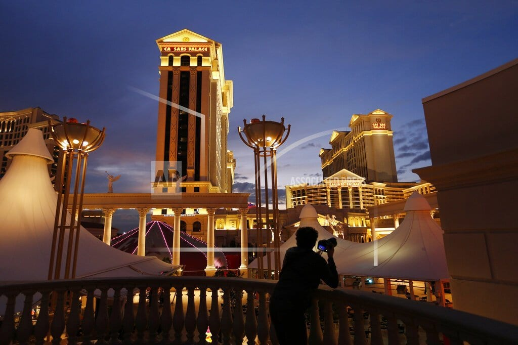 LAS VEGAS  | Caesars Entertainment talks with billionaire investor Icahn