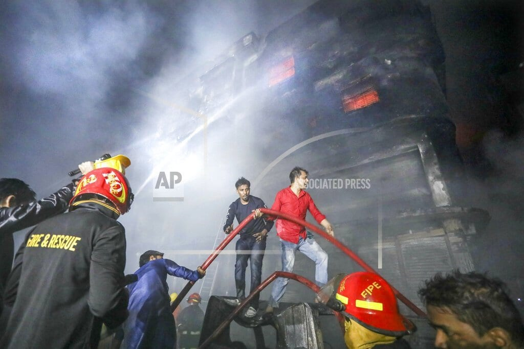DHAKA, Bangladesh | Fire in centuries-old part of Bangladesh's capital kills 70