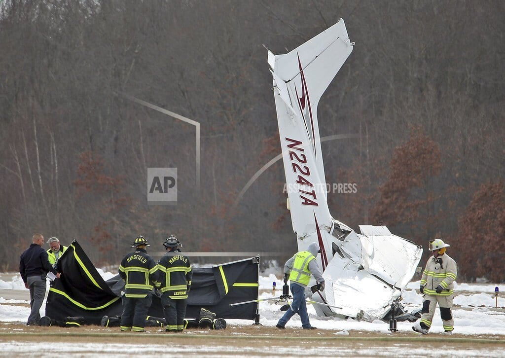 MANSFIELD, Mass | Small plane crashes at airport; instructor and student die